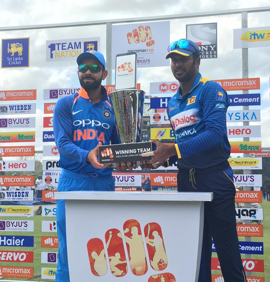 kholi and rsri lanka unveil the trophuy in odi series